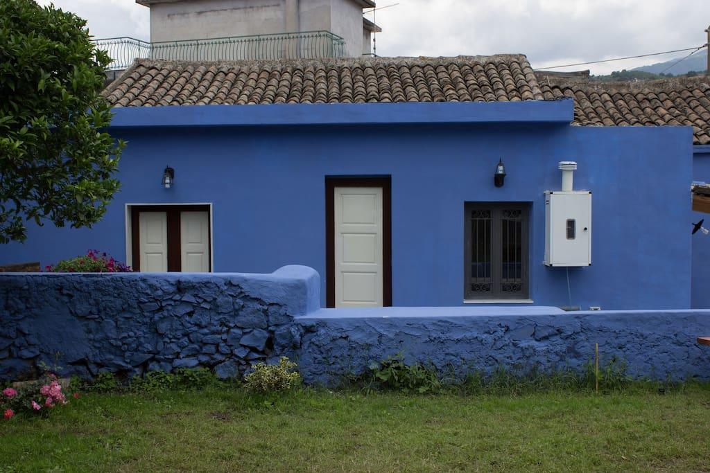 Casa singola con splendido giardino case vacanze in affitto a giarre sicilia italia - Case in affitto con giardino ...