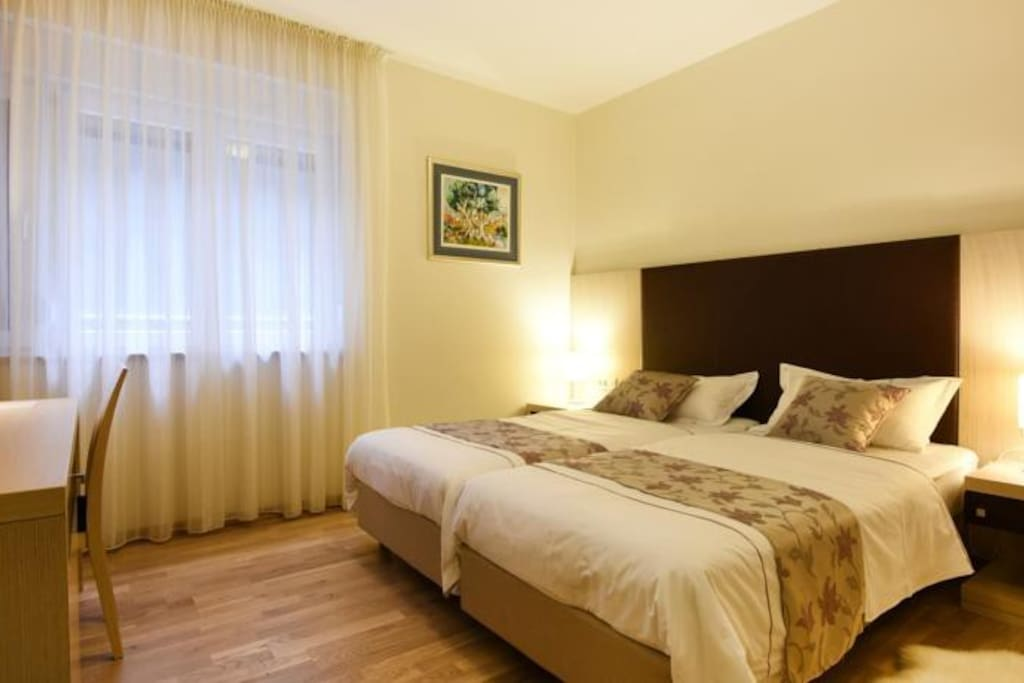 Scallop rooms twin room chambres d 39 h tes louer for Chambre hote zadar