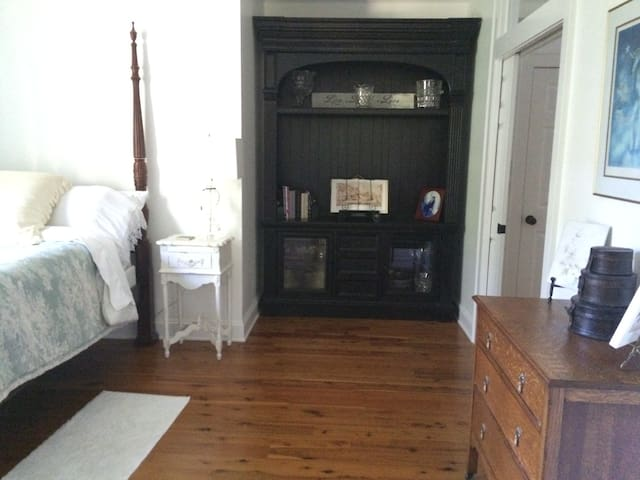 Hither & Yon Estate / Private Room