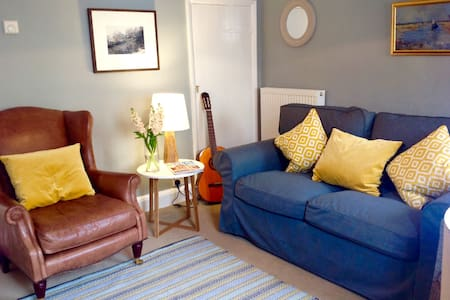 Romantic, cosy Wells cottage, close to harbour - Wells next the Sea