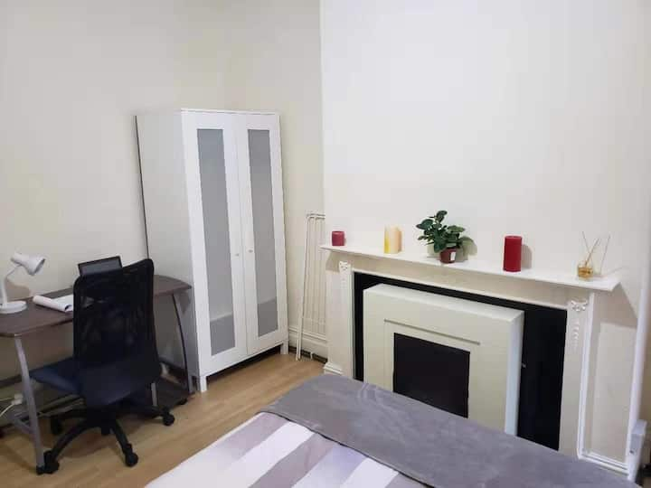 Unique 1 bed in the heart of the centre