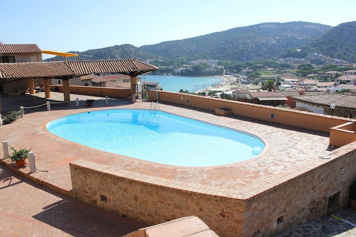Air-conditioned Studio Apartment, Minutes From Beach with Private Patio