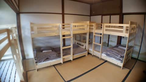 Kadoya Backpackers Base-dormitory room 5