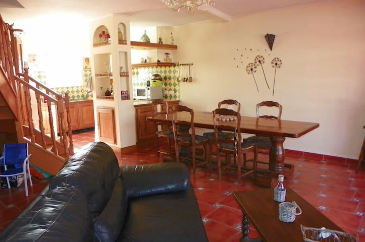 Chambre au pied d'un volcan - Fontès - Casa