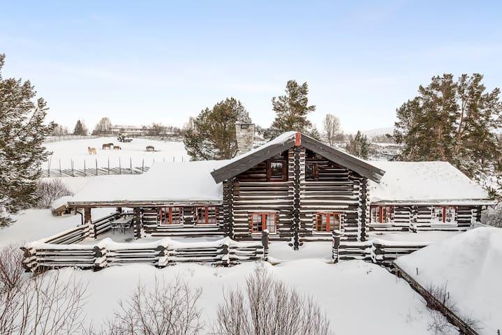 Stor og praktfull hytte til bruk på alle årstider