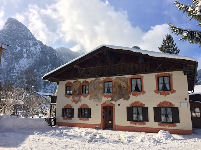"nice holiday in ""Sonnengelb""! - Oberammergau"