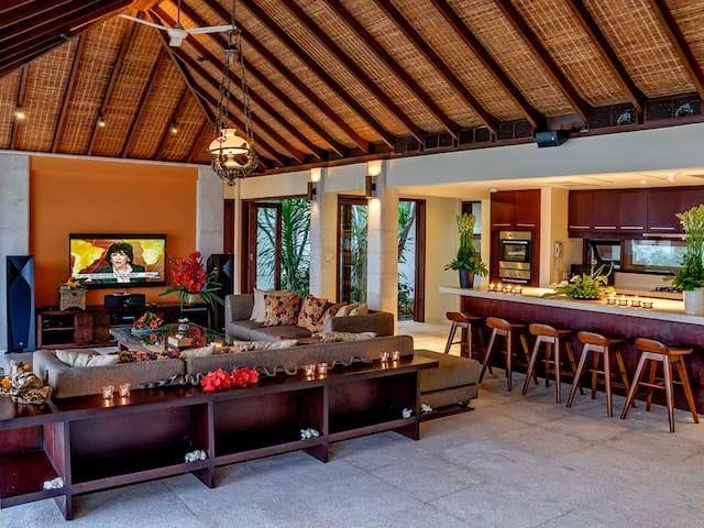 Clifftop Villa Cantik Pandawa, 4BR, The Bukit w/ chef