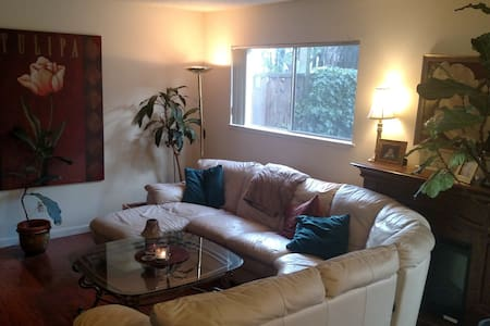 Large Master Bedroom Clean/Quiet with Wooded View - Los Gatos