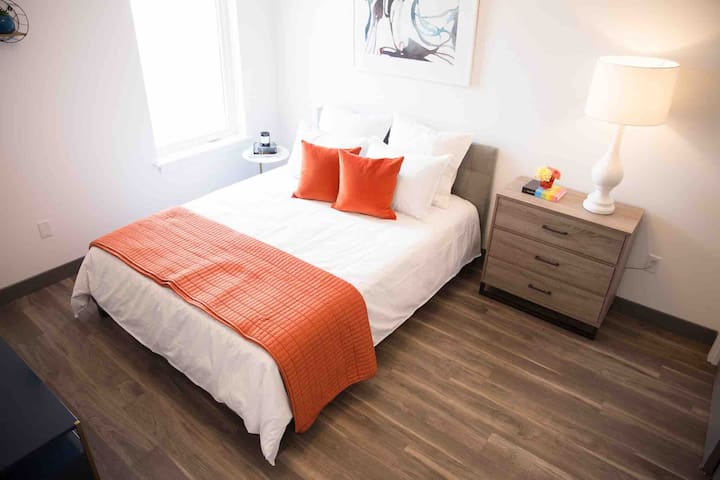 Beautiful Modern 2 Bedroom Unit