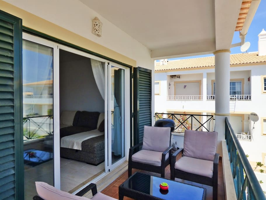 Lounge & dine on the veranda with own bbq