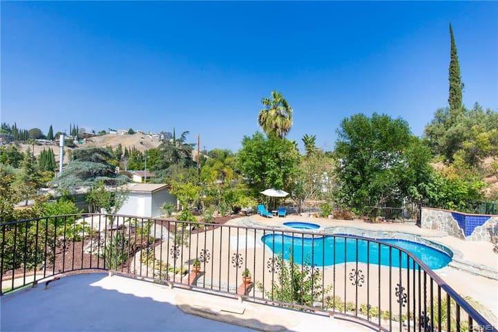 Relax Large house,Private Room & Bath, near Malibu