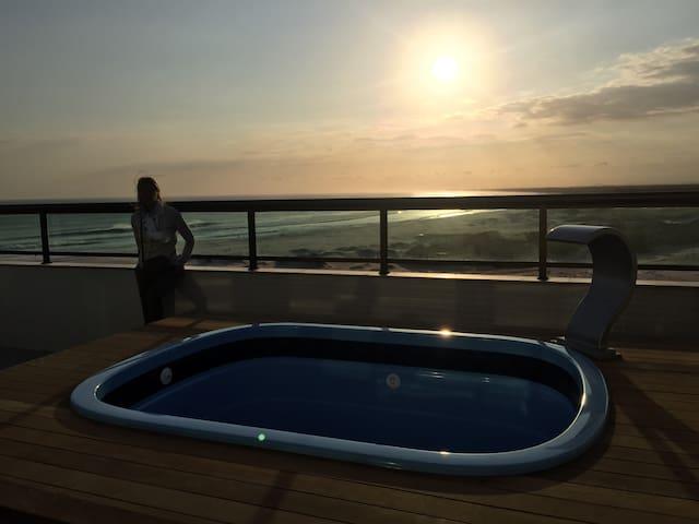 Apartamento / Cobertura com vista para o Mar