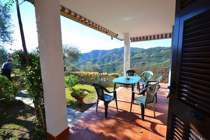 Maison de vacances confortable à Moneglia avec jardin privé