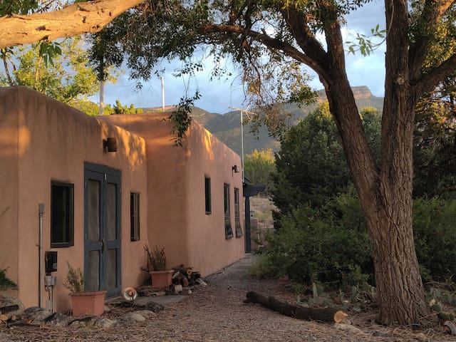 La Casita Dulce, woodland retreat w/views & trails