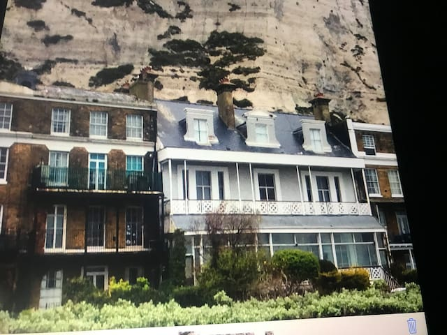 White Cliffs Apartment