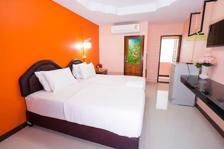 Standard Deluxe room @Jirawan hotel
