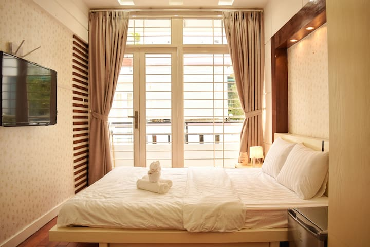 Clean & Bright Room✨5MIN TO BUI VIEN ✨TOP LOCATION
