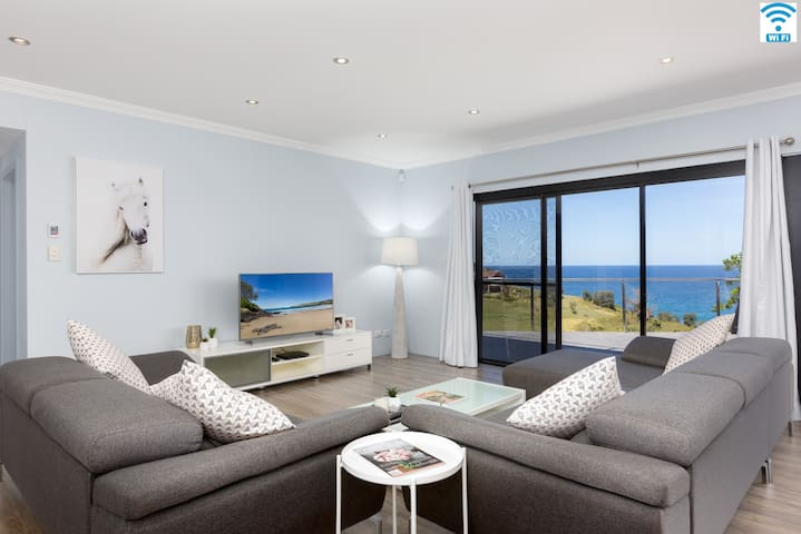 Sunrise Over Easts – apartment 1, glorious views