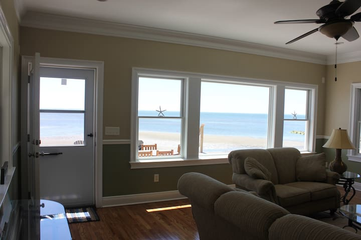 Beautiful Fairfield Beachfront Home - Fairfield - Ház