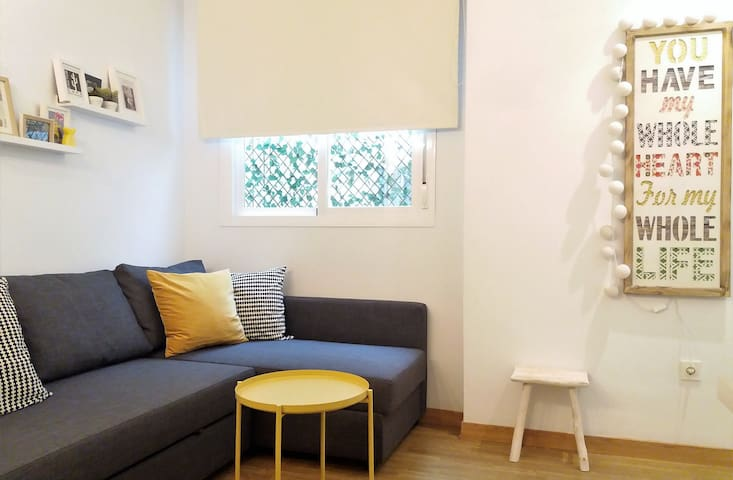 Brandnew and cute apartment next to the market of Feria street