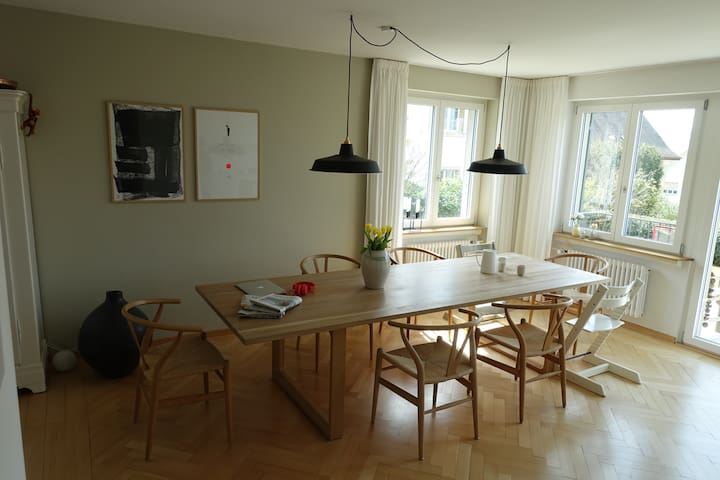 Dining area/open kitchen