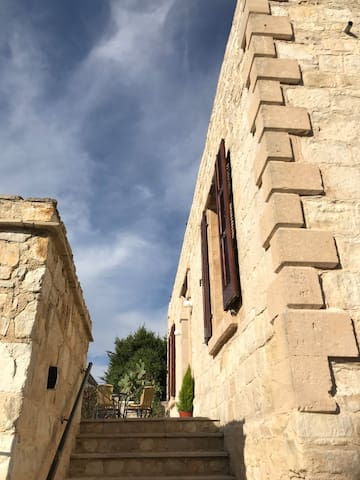 Old Stone Home, Terrace View, Loft & Pool