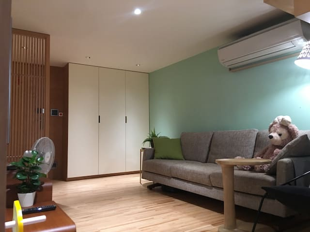 Great View. 2 bedroom. 5 min to MRT (FREE Parking)