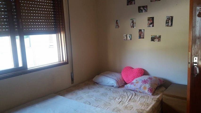 Room with double bed in Porto