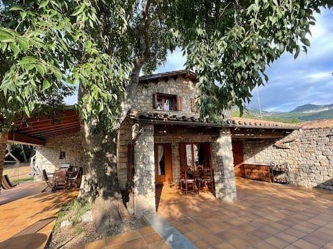 El Vilarot. Casa de piedra en la naturaleza