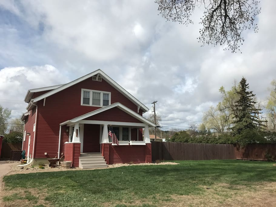 Historic house in the beautiful west side of Rapid City. Close to parks, running path, golf course and all the great sites the Black Hills has to offer!
