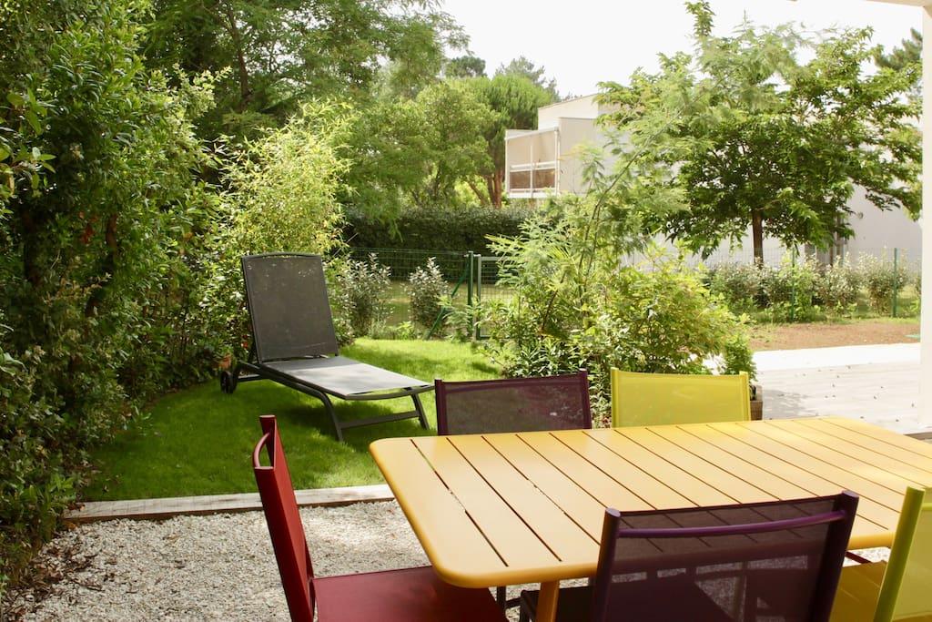 bel appartement 65m2 jardin privatif tout pied appartements louer saint palais sur mer. Black Bedroom Furniture Sets. Home Design Ideas