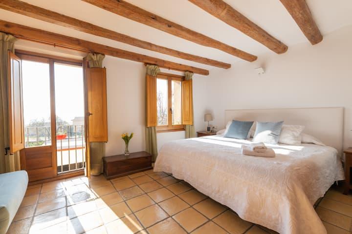 Casa Bonavista, King Bed & Bathroom in Montserrat
