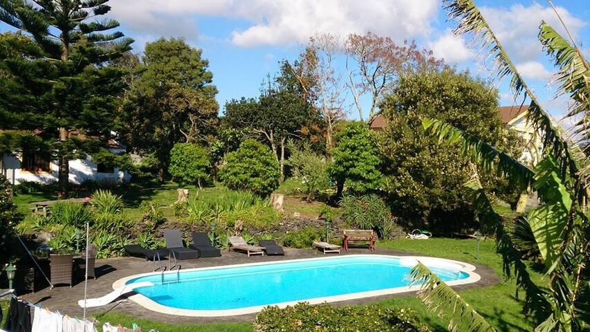 Casa T2  jardim, piscina, solarengo - Ponta Delgada - House