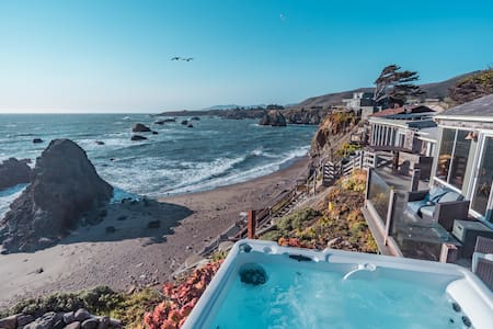 Seamist Beach Cottage, Private Beach & Ocean views