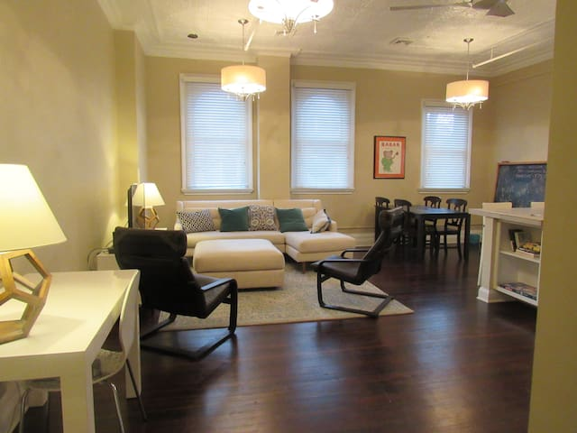 Lofty 1 Bedroom in Restored Precinct w/ Parking