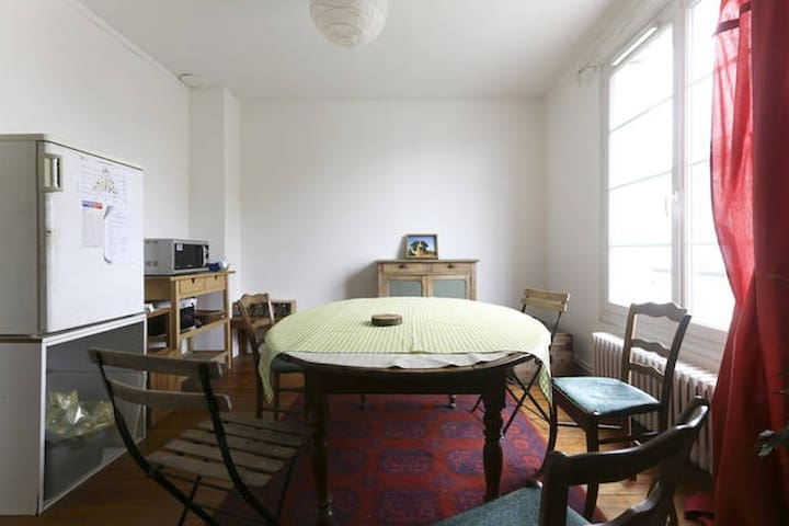 Couchage de dépannage dans le séjour - Creil - Appartement
