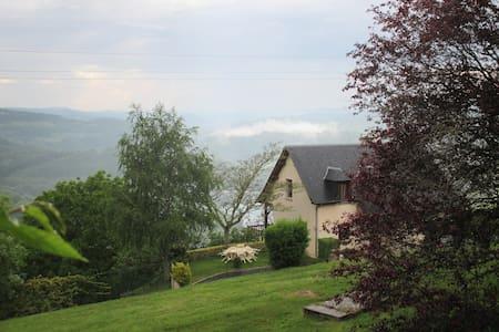 Chambre privée, superbe vue sur le Lac - Castelnau-de-Mandailles - Dům pro hosty