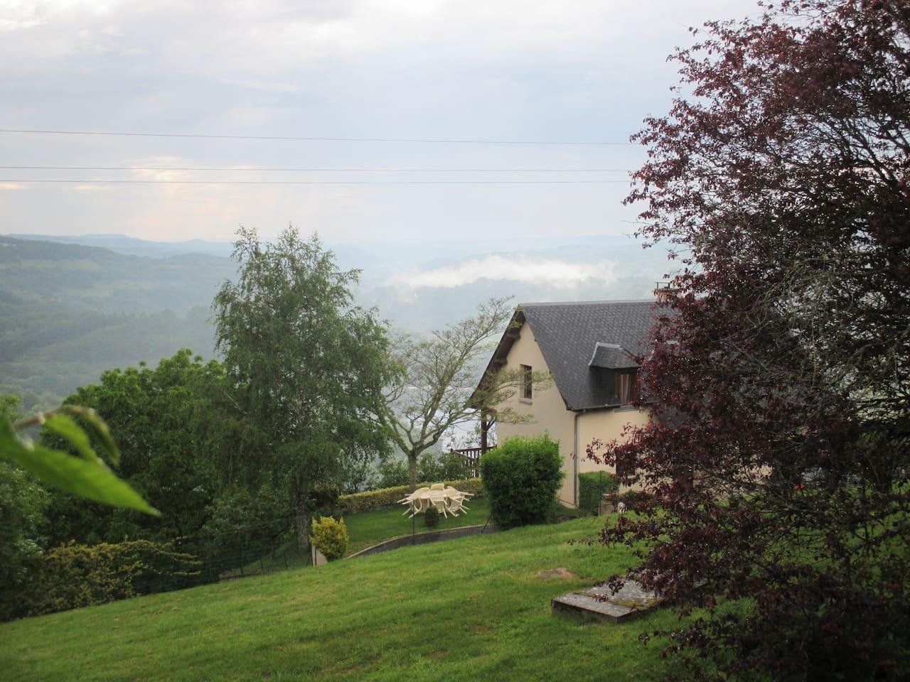 Maison avec vue sur la vallée et le Lac