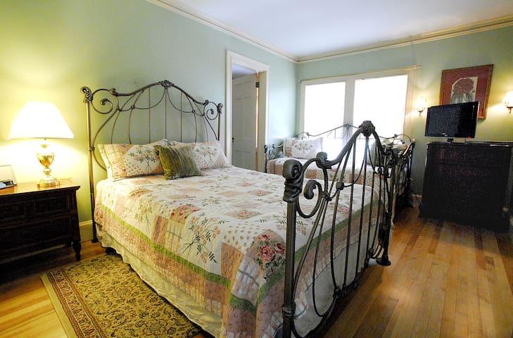 The Truman Room at The Brewster Inn B&B