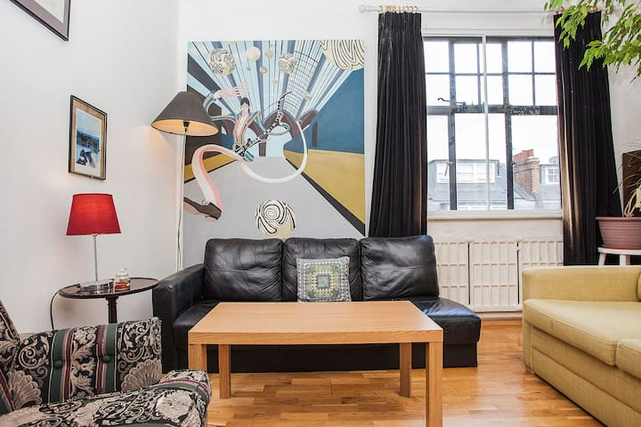 Quirky and Unique 1BD in Belsize Park