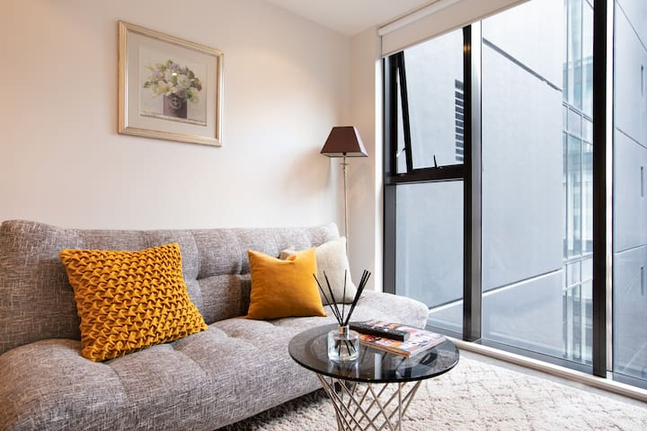 Heart of the Central - Cute Modern QUEEN ST APT