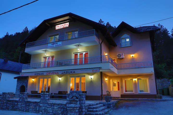 Apartments Crvena jabuka 3