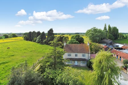 Hales Hill Farm, large 4 bedroom holiday house