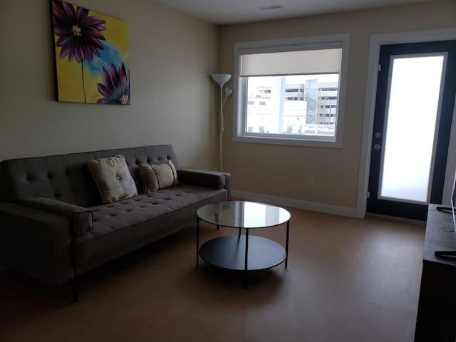 Cozy 1 Bedroom, quietly located in downtown