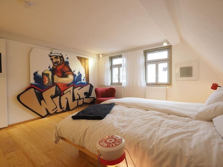 Gasthaus Schwanen, (Nehren), 5 Wulle Zimmer, 24qm, 1 Schlafraum, max. 2 Personen