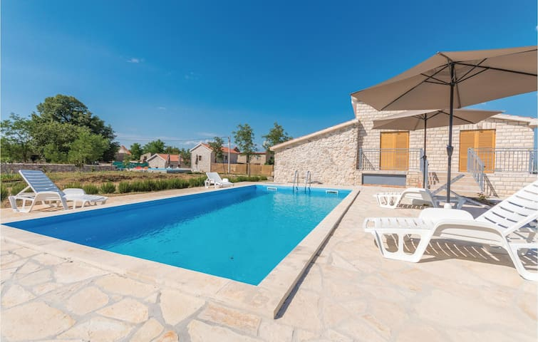 Holiday cottage with 6 bedrooms on 200m² in Biograd na moru