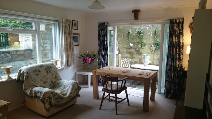 Bath UK 2 Bedroom Ground Floor Flat/Garage/Patio - Bath - Apartment