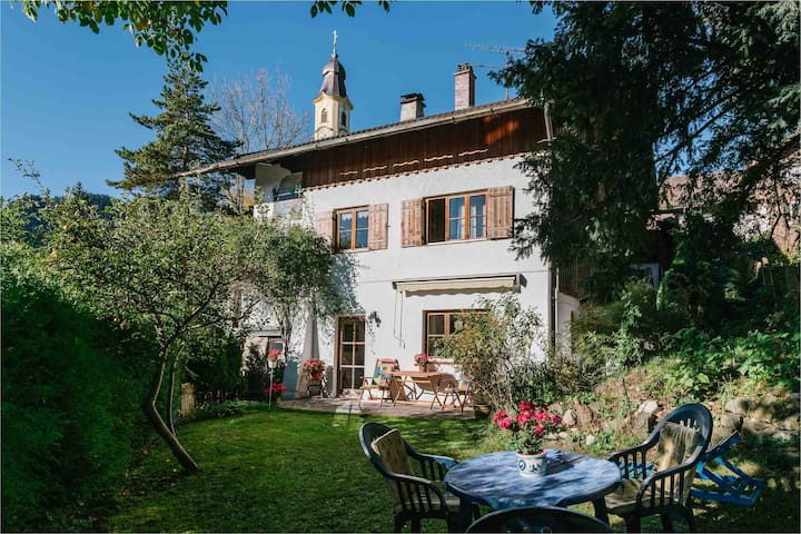 Bezaubernde Wohnung mit eigenem Garten & Bergblick