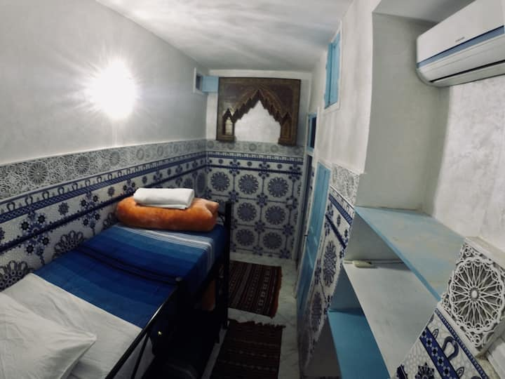 Twin Bunk-bedded Private Room in a Vibrant Hostel