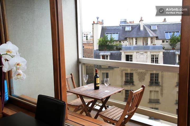 Flat (+balcony)   near Eiffel tower
